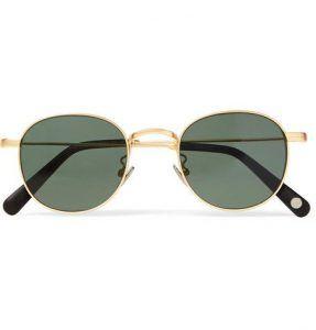 947c04c42 نظارات شمسية أنيقة ومميزة بالنظر إلى إطارها الذهبي الجميل وعدساتها السوداء،  وهي من أجمل النظارات الشمسية الكلاسيكية التي تزيدك أناقة وتجعلك تبدو أكثر  وسامة.