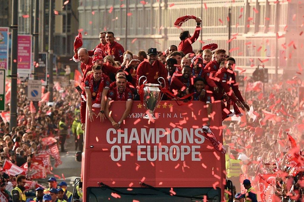 هواتف من الذهب الخالص هدية للاعبي ليفربول