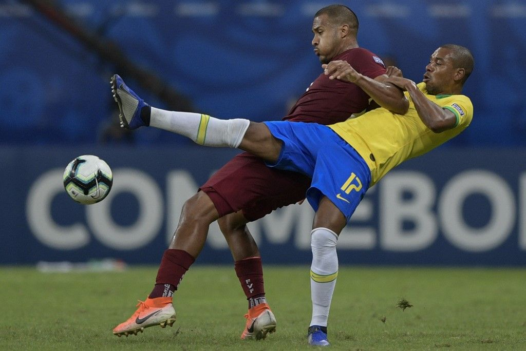 Venezuela's Salomon Rondon (L) and Brazil's Fernandinho vie for the ball during their Copa America football tournament group match at the Fonte Nova Arena in Salvador, Brazil, on June 18, 2019. (Photo by Juan MABROMATA / AFP)