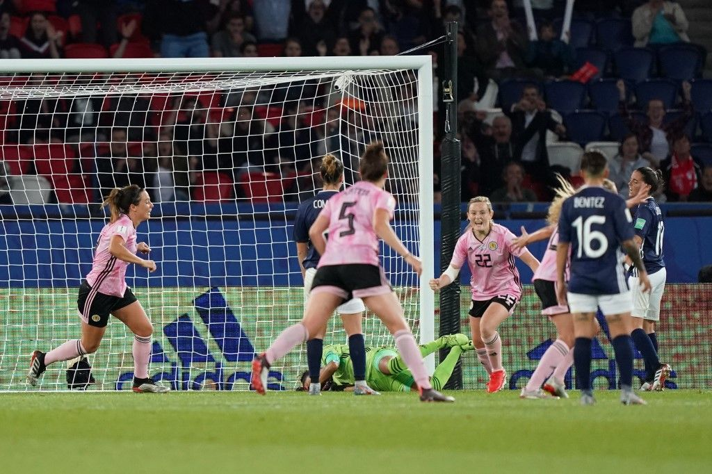 Scotland's forward Erin Cuthbert (3rdR) celebrates after scoring a goal during the France 2019 Women's World Cup Group D football match between Scotland and Argentina, on June 19, 2019, at the Parc des Princes stadium in Paris. (Photo by Lionel BONAVENTURE / AFP)
