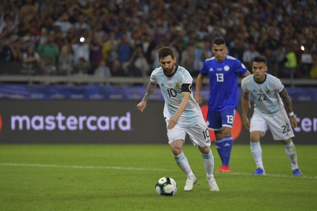 Argentina's Lionel Messi takes a penalty awarded by the VAR after a hand in the area, to score against Paraguay during their Copa America football tournament group match at the Mineirao Stadium in Belo Horizonte, Brazil, on June 19, 2019. (Photo by Luis ACOSTA / AFP)