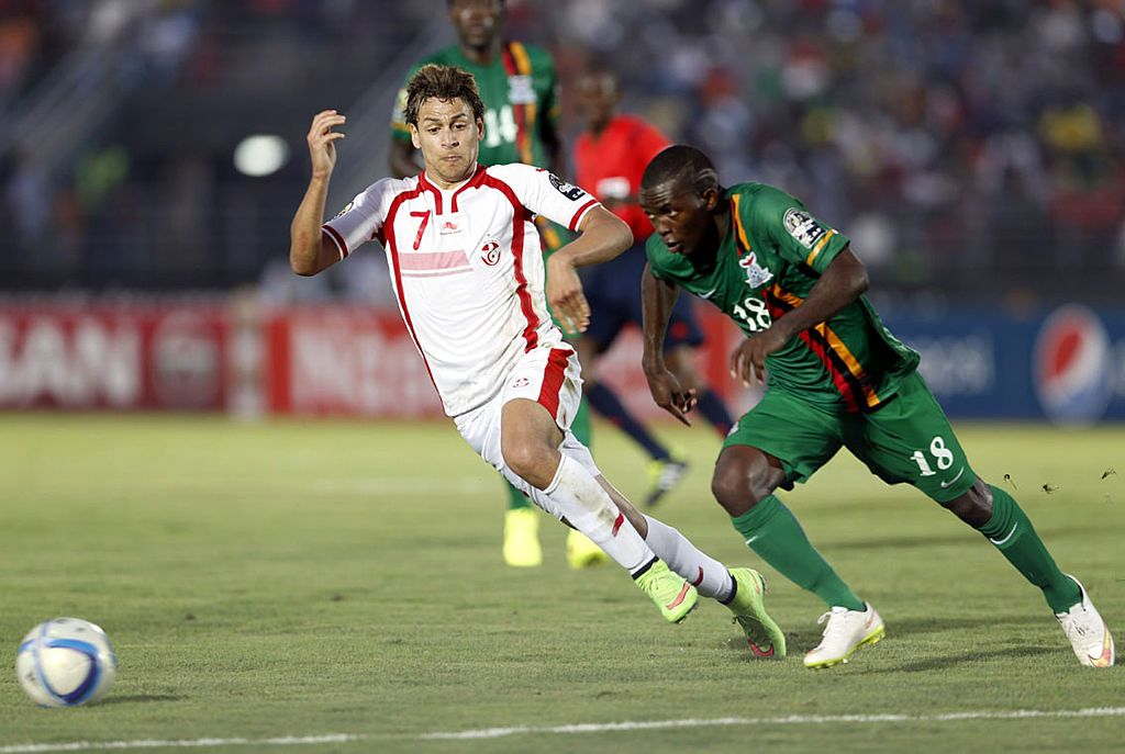 EBEBIYIN, EQUATORIAL GUINEA - JANUARY 22: Tunisia's Youssef Msakni (L) in action against Zambia's Emmanuel Mbola during the 2015 African Cup of Nations Group B football match between Zambia and Tunisia at Nuevo stadium in Ebebiyin, Equatorial Guinea on January 22, 2015. (Photo by Haykal Himema/Anadolu Agency/Getty Images)