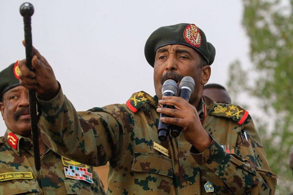 البرهان يتعهد بتنفيذ بنود اتفاق السودان
