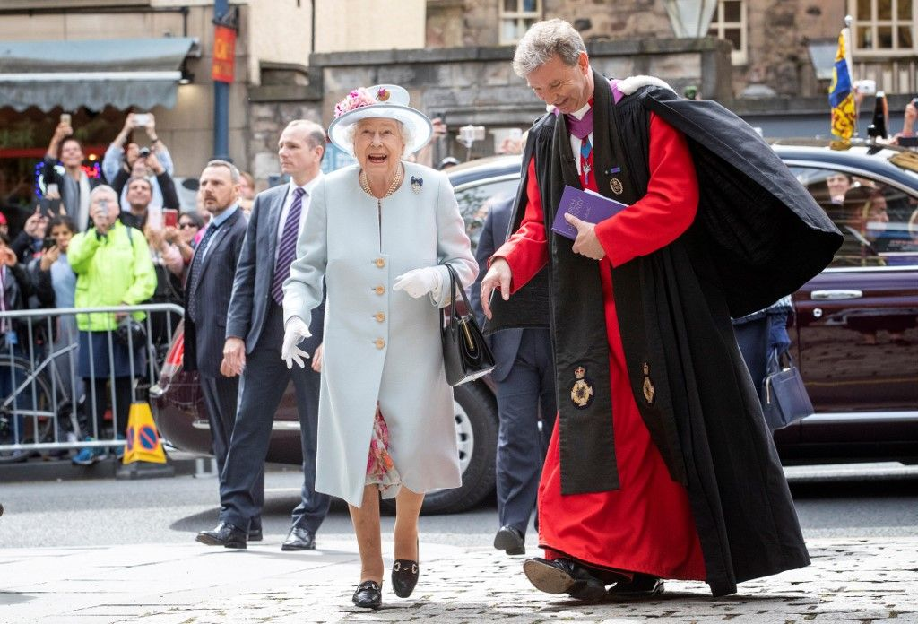 Britain's Queen Elizabeth II (L) talks with Reverend Neil Gardner as she attends the Sunday Church service at Canongate Kirk in Edinburgh on June 30, 2019. (Photo by Jane Barlow / POOL / AFP)