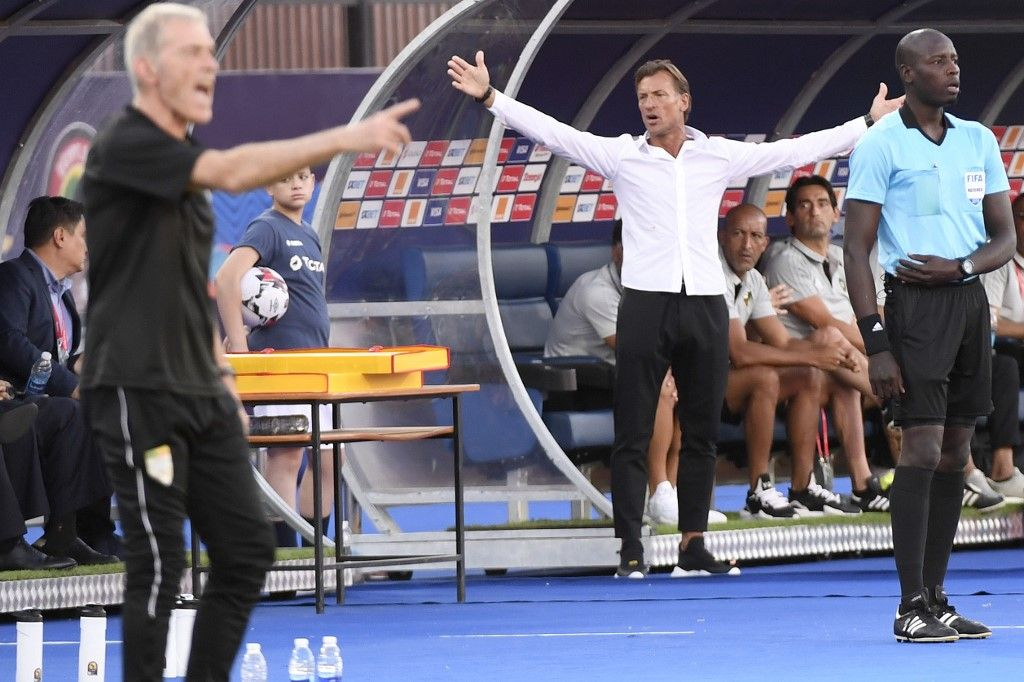 Morocco's coach Herve Renard gives his instructions during the 2019 Africa Cup of Nations (CAN) Round of 16 football match between Morocco and Benin at the Al-Salam Stadium in the Egyptian capital Cairo on July 5, 2019. (Photo by Khaled DESOUKI / AFP)Morocco's coach Herve Renard gives his instructions during the 2019 Africa Cup of Nations (CAN) Round of 16 football match between Morocco and Benin at the Al-Salam Stadium in the Egyptian capital Cairo on July 5, 2019. (Photo by Khaled DESOUKI / AFP)