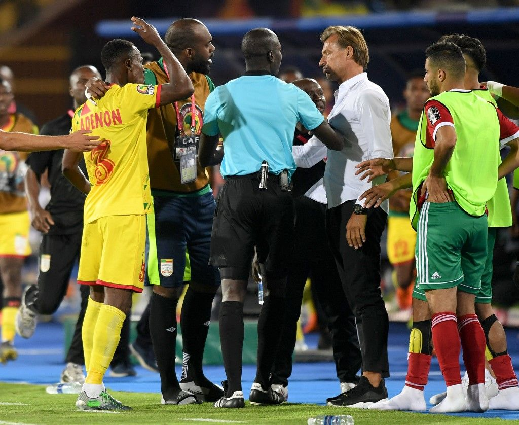 Benin's defender Khaled Adenon (1st-L) argues with Morocco's coach Herve Renard (3rd-R) after receiving a red card during the 2019 Africa Cup of Nations (CAN) Round of 16 football match between Morocco and Benin at the Al-Salam Stadium in the Egyptian capital Cairo on July 5, 2019. (Photo by OZAN KOSE / AFP)