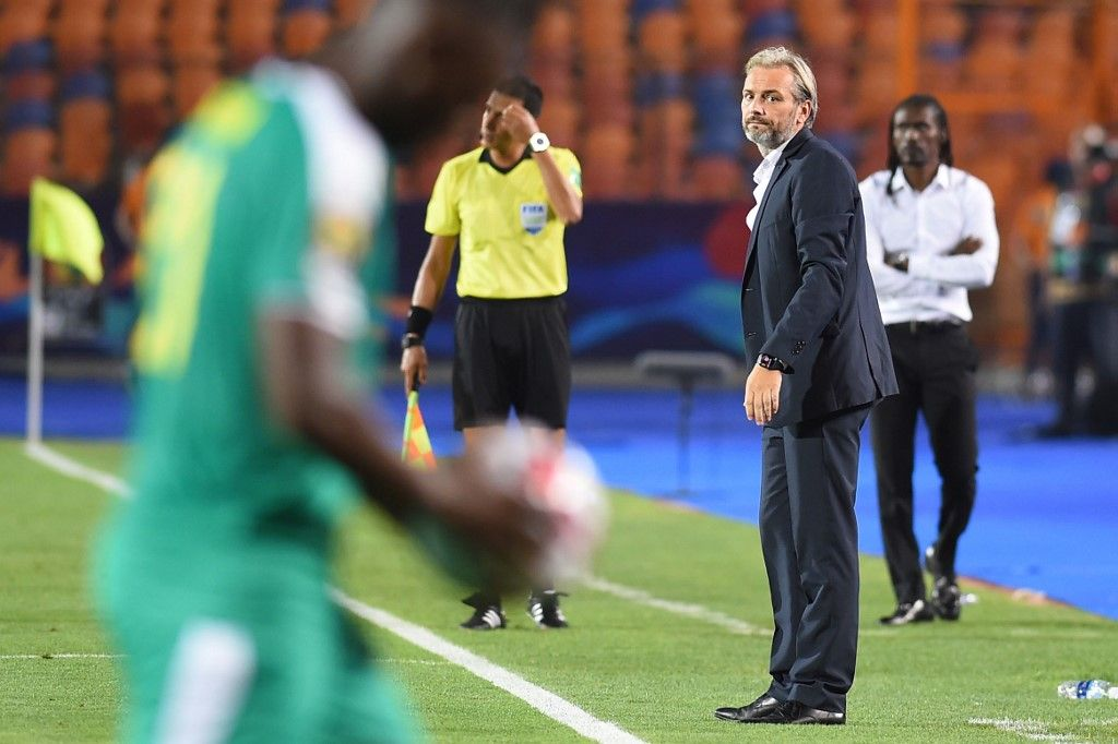 Uganda's coach Sebastien Desabre (2nd-R) looks on the sidelines during the 2019 Africa Cup of Nations (CAN) Round of 16 football match between Uganda and Senegal at the Cairo International Stadium in the Egyptian capital on July 5, 2019. (Photo by MOHAMED EL-SHAHED / AFP)