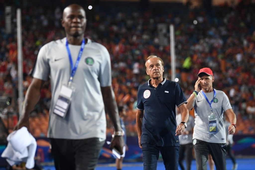 Nigeria's coach Gernot Rohr (C) arrives for the 2019 Africa Cup of Nations (CAN) quarter final football match between Nigeria and South Africa at Cairo international stadium on July 9, 2019. (Photo by Khaled DESOUKI / AFP)