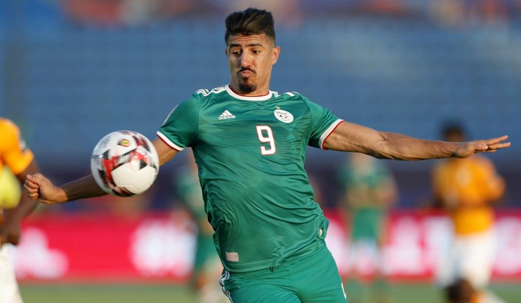 Algeria's forward Baghdad Bounedjah drives the ball during the 2019 Africa Cup of Nations (CAN) quarter final football match between Ivory Coast and Algeria at the Suez stadium in Suez on July 11, 2019. (Photo by FADEL SENNA / AFP)