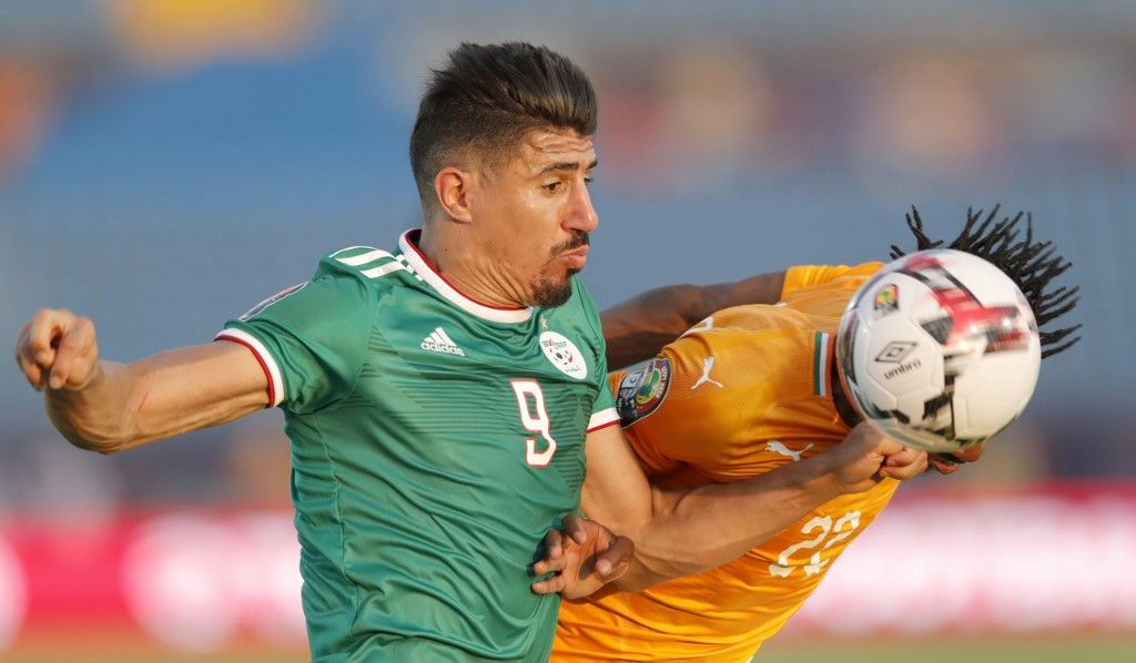 Algeria's forward Baghdad Bounedjah (L) fights for the ball with Ivory Coast's defender Mamadou Bagayoko during the 2019 Africa Cup of Nations (CAN) quarter final football match between Ivory Coast and Algeria at the Suez stadium in Suez on July 11, 2019. (Photo by FADEL SENNA / AFP)