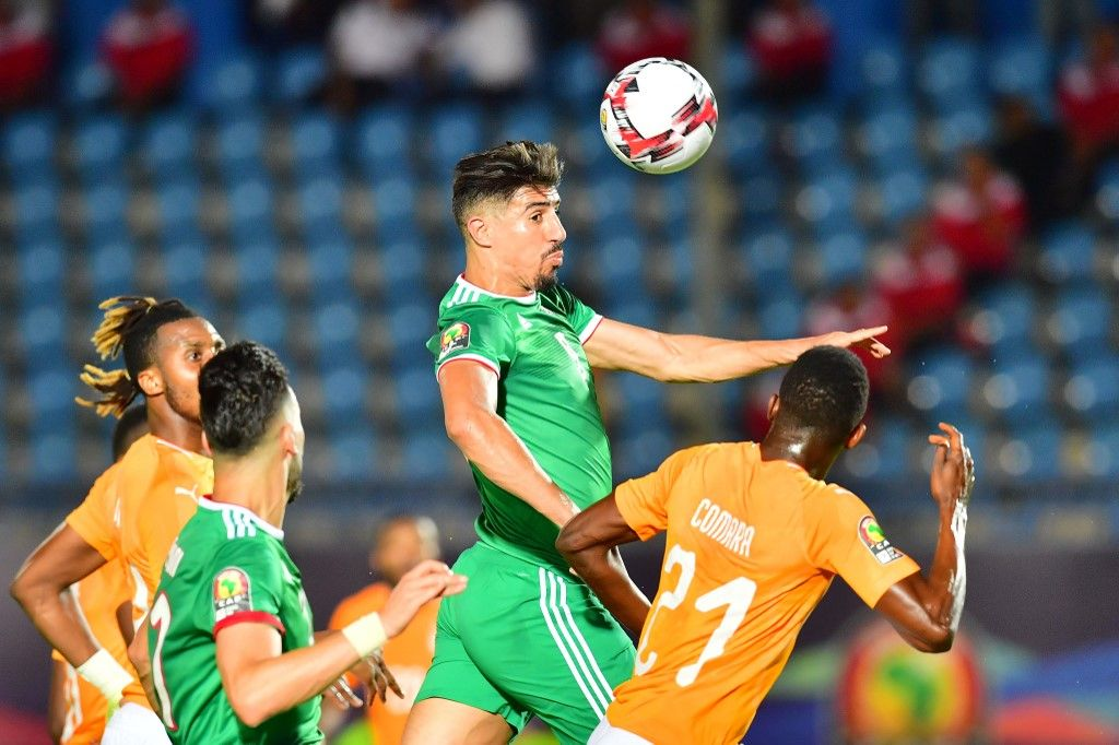 Algeria's forward Baghdad Bounedjah (up) heads the ball during the 2019 Africa Cup of Nations (CAN) quarter final football match between Ivory Coast and Algeria at the Suez stadium in Suez on July 11, 2019. (Photo by Giuseppe CACACE / AFP)