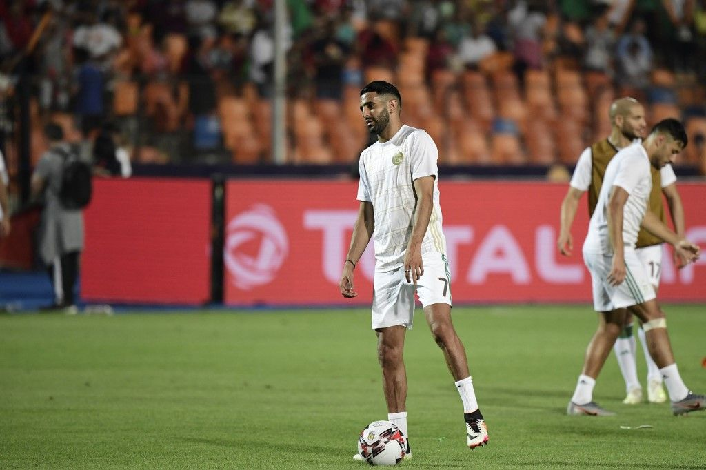 Algeria's forward Riyad Mahrez warms up ahead of the 2019 Africa Cup of Nations (CAN) Semi-final football match between Algeria and Nigeria at the Cairo International stadium in Cairo on July 14, 2019. (Photo by JAVIER SORIANO / AFP)