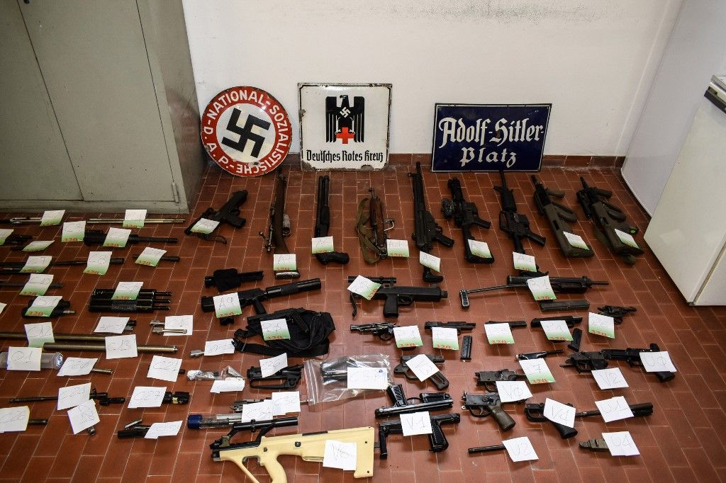 "This handout picture released by the Italian police (Polizia di Stato) of Turin, on July 15, 2019, shows a big cache of guns and ammunition that was seized by the Turin special police force, called Digos, led the operations, assisted by police in Milan, Varese, Forli and Novara. - Anti-terrorism police in northern Italy have seized an air-to-air missile and other sophisticated weapons during raids on far-right extremist groups. (Photo by FRANCESCO AMMENDOLA and HO / Polizia di Stato / AFP) / RESTRICTED TO EDITORIAL USE - MANDATORY CREDIT ""AFP PHOTO / POLIZIA DI STATO - ITALIAN POLICE"" - NO MARKETING NO ADVERTISING CAMPAIGNS - DISTRIBUTED AS A SERVICE TO CLIENTS"