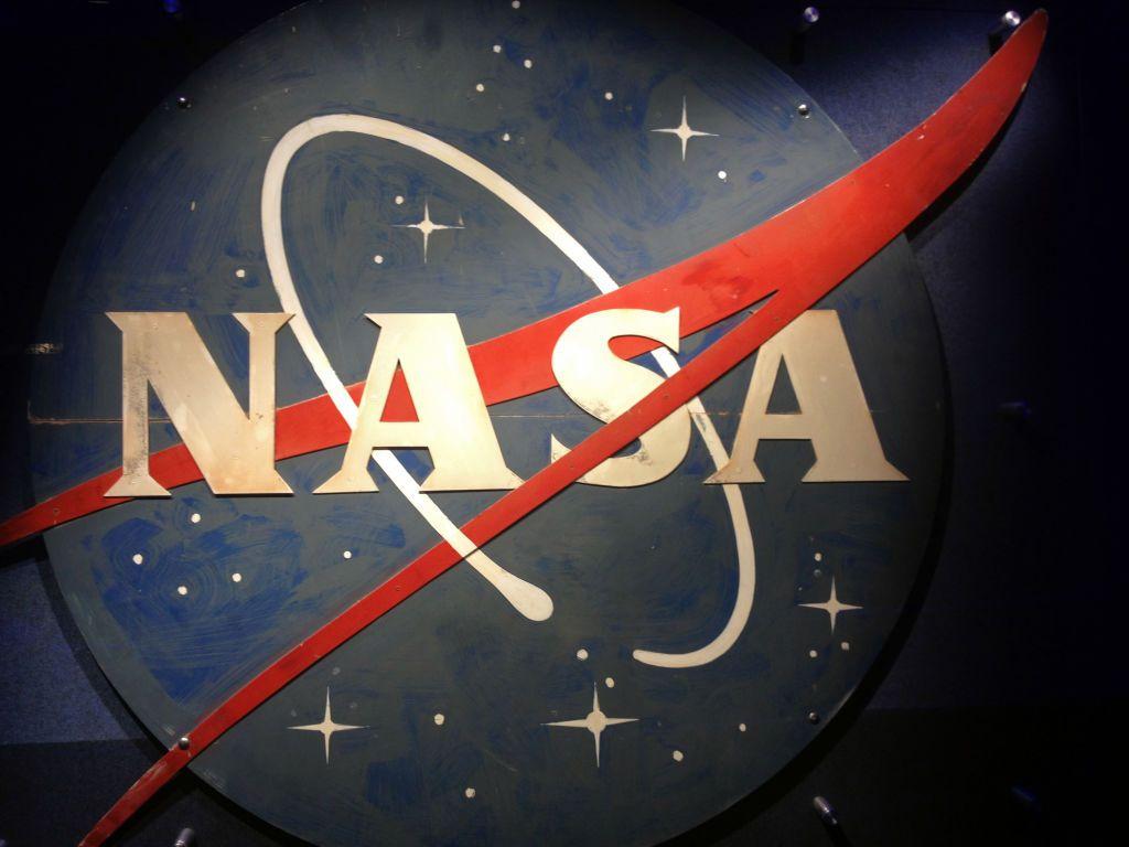 ناسا تُخطط لارسال طائرة من دون طيار إلى سطح زحل (إنفوغراف)