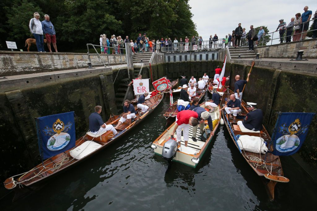 The Queen's Swan Uppers at Shepperton Lock, Surrey as the ancient tradition of counting swans along the River Thames begins. (Photo by Jonathan Brady/PA Images via Getty Images)