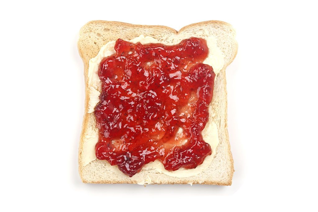 (GERMANY OUT) Toast mit frischer Erdbeermarmelade |Toast with fresh strawberry jam| (Photo by Ralph Kerpa/McPhoto/ullstein bild via Getty Images)