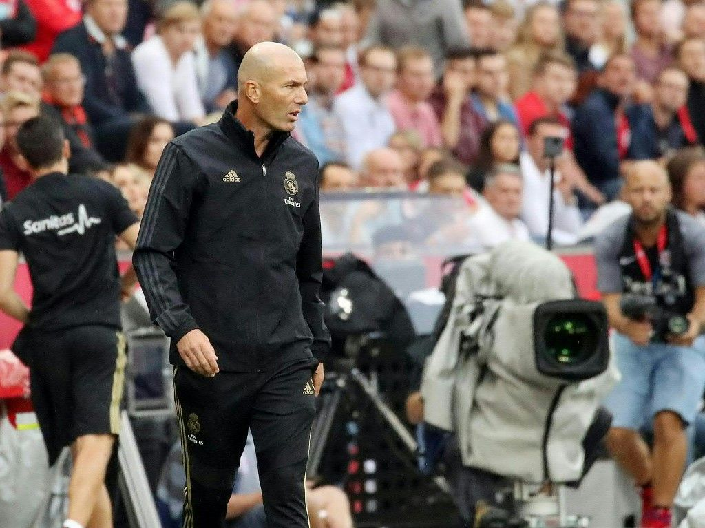 Real Madrid's French coach Zinedine Zidane attends the pre-Season friendly football match FC Red Bull Salzburg v Real Madrid in Salzburg, Austria on August 7, 2019. (Photo by KRUGFOTO / APA / AFP) / Austria OUT