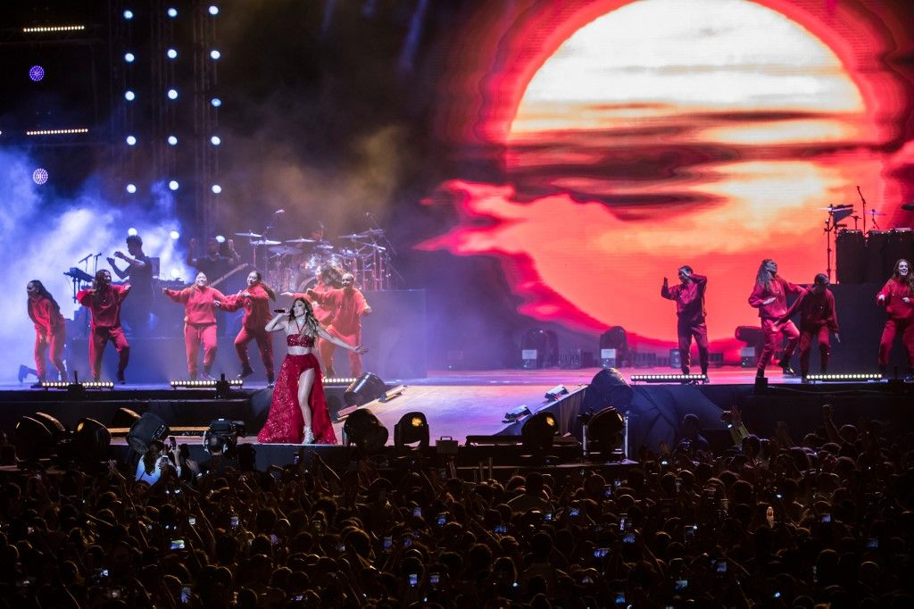 Singer Jennifer Lopez performs onstage during her concert on the beach of North Coast city of New Alamein, north of the Egyptian Capital Cairo on August 9, 2019. - This is Lopez' first concert in Egypt. (Photo by Khaled DESOUKI / AFP)