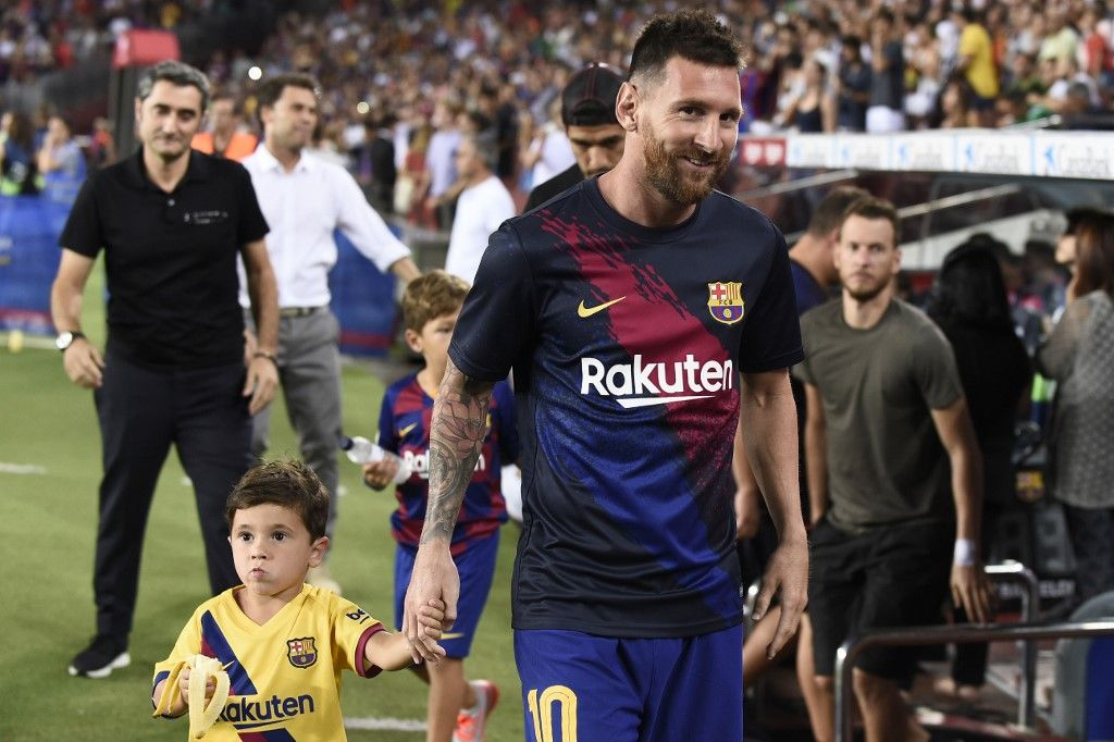 Barcelona's Argentine forward Lionel Messi arrives before the Spanish League football match between Barcelona and Real Betis at the Camp Nou stadium in Barcelona on August 25, 2019. (Photo by Josep LAGO / AFP)
