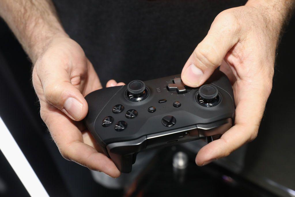 """مستخدمو Xbox واجهوا عطلاً غامضاً.. كيف علقت """"مايكروسوفت""""؟"""