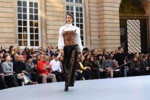 عرض أزياء مميز يتوج احتفال لوريال بتمكين المرأة (صور)