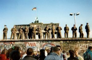 الواقع الافتراضي يعيد جدار برلين الى الحياة (بالصور)